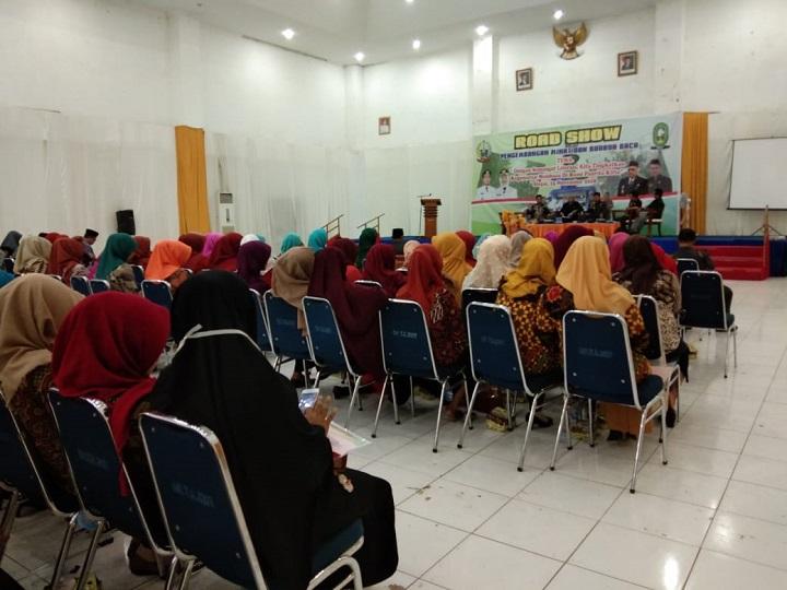 Dialog Pengembangan Minat Baca, Peserta Sibuk Bermedia Sosial
